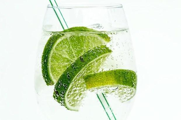 bubbly-cold-drink-thirst-sensation-public-neurosciencenews.jpg