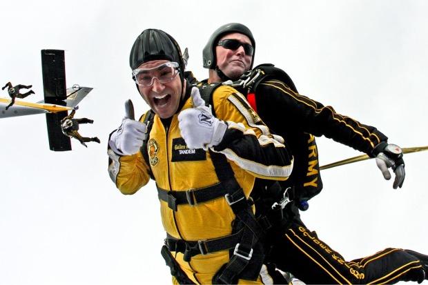 tandem-skydivers-603631_960_720.jpg