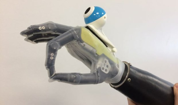seeing-hand-prosthetic-neurosciencenews.jpg